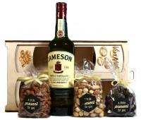 Луксозна подаръчна кутия с уиски и ядки